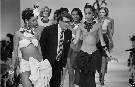 yves_saint_laurent_and_models_on_runway