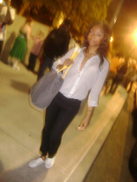 white_shirt_black_skinny_pants_street_style