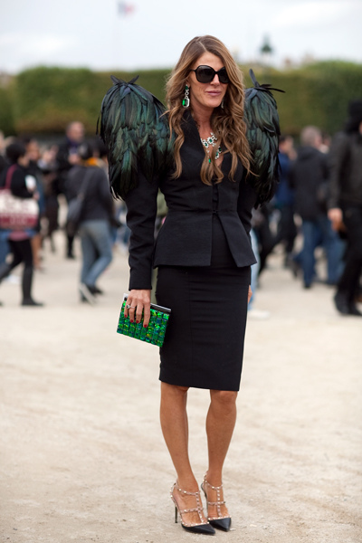 anna_dello_russo_editor_at_large_vogue_nippon_peacock_feathered_epaulettes