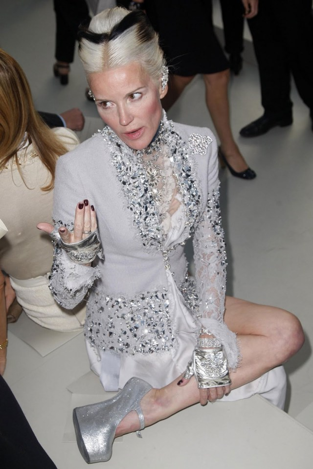Daphne_Guinness_fall_2010_couture_chanel_front_row