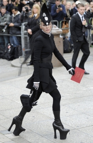 daphne_guinness_alexander_mcqueen_memorial_service_paul_cathedral_central_london