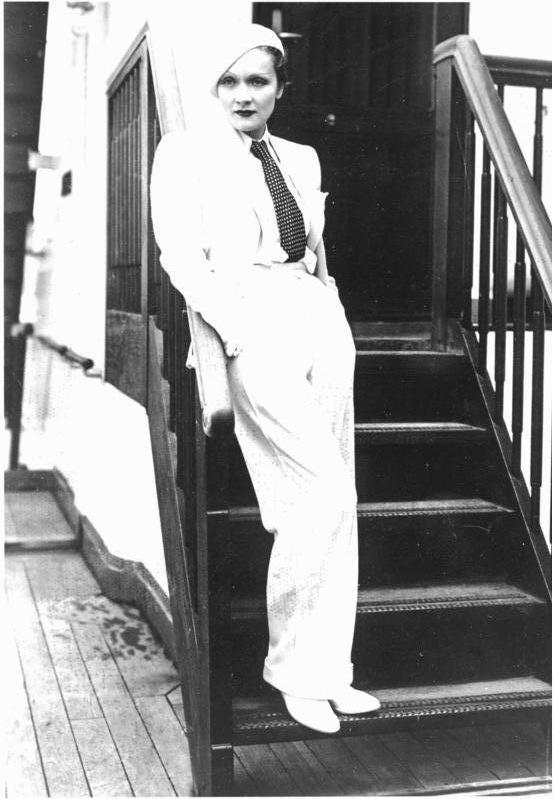 Marlene_Dietrich_Germany_1933